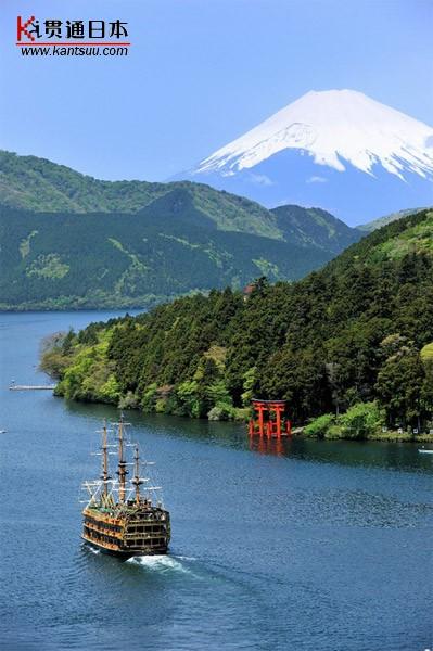 在芦之湖乘坐海贼船饱览富士山